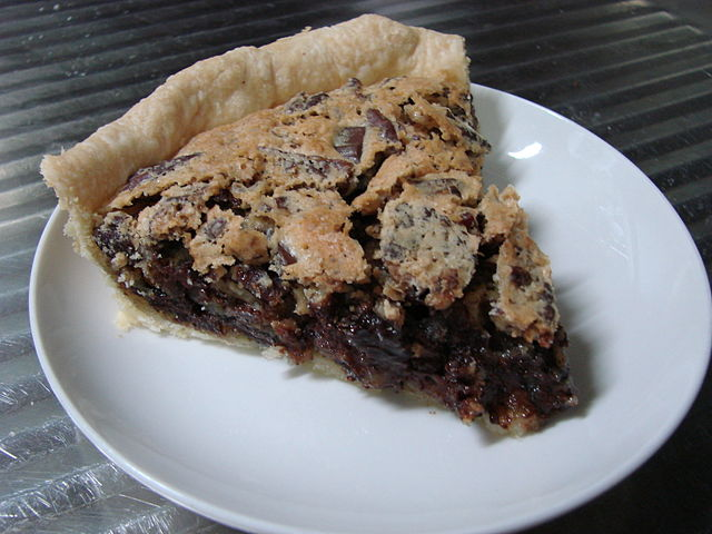 640px-kentucky_chocolate_walnut_pie_slice.jpg