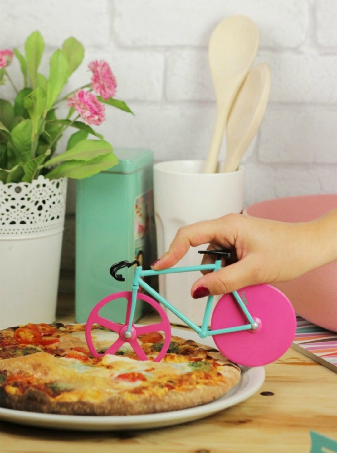 fixie pizza cutter by doiy design